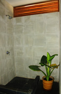The showers at Kites Mancora have a natural look that doesn't spoil the beach vibe